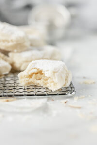 Ricciarelli: simple and toothsome almond cookies