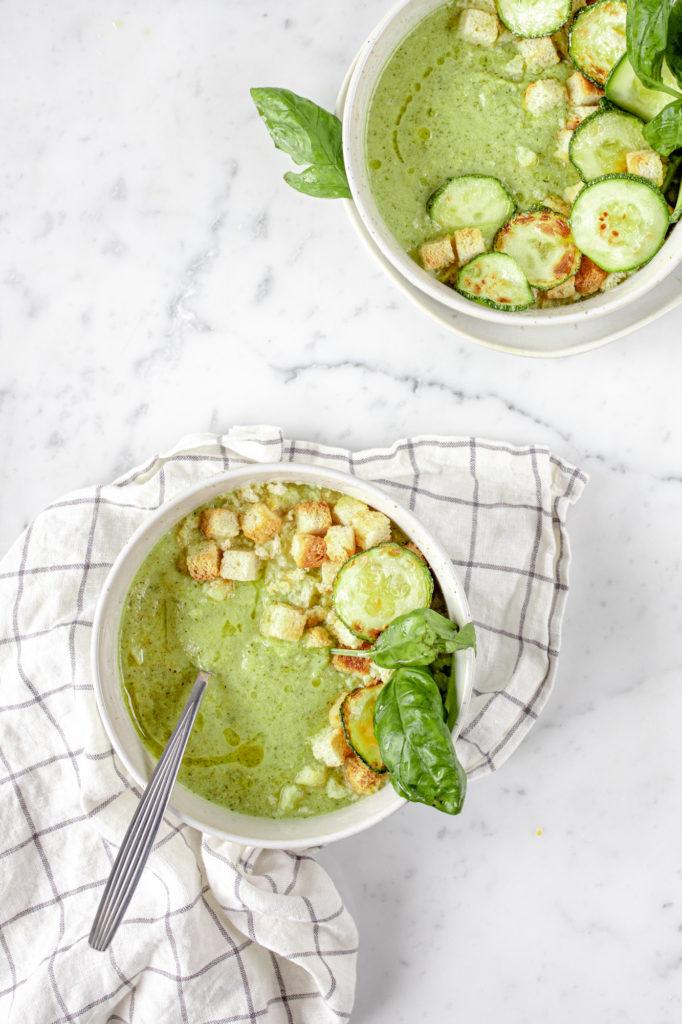 light zucchini pureed soup