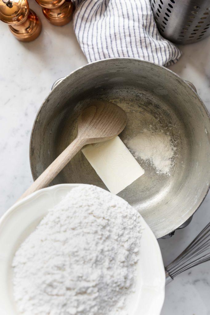 preparing besciamella
