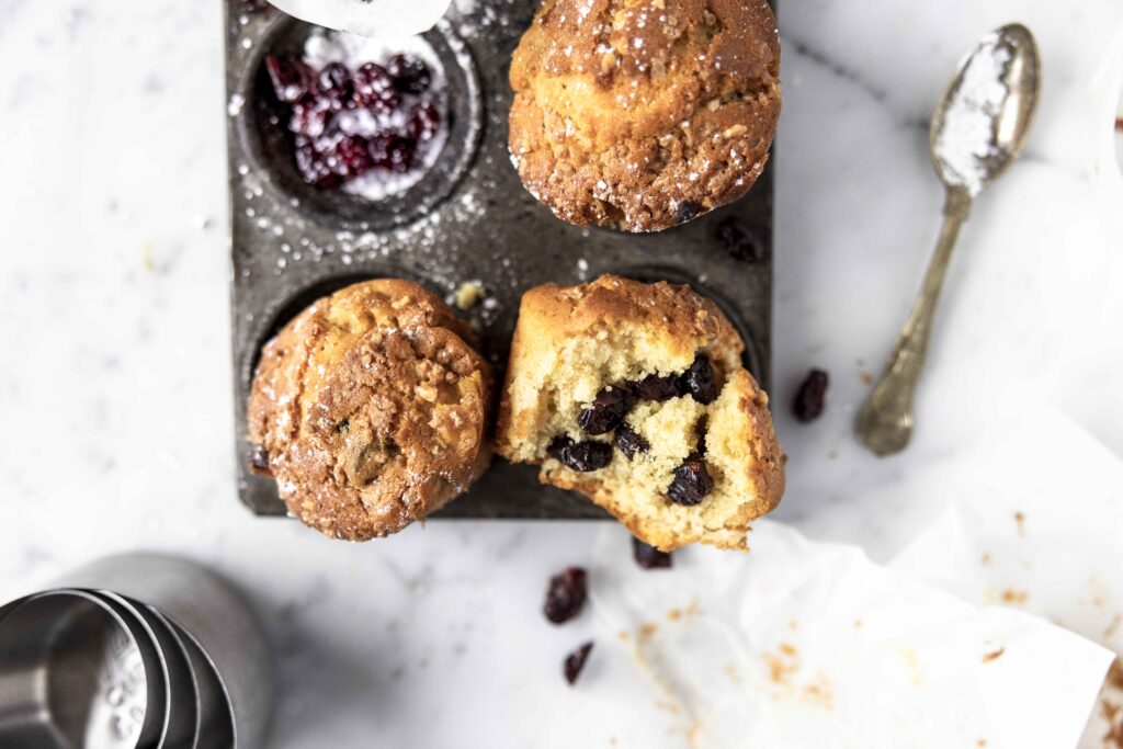mini cakes with apples and cranberries