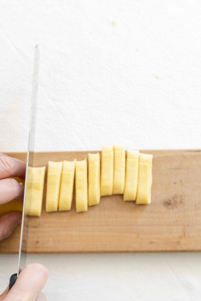 cutting in tagliatelle