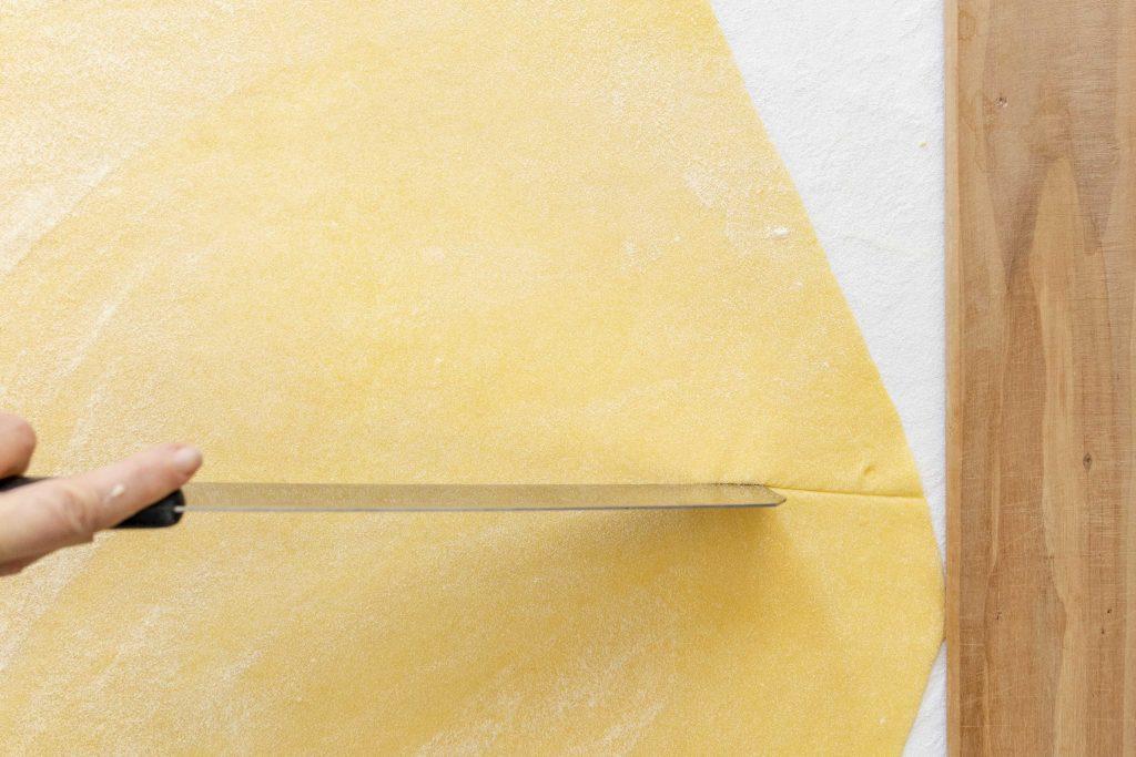 cutting pasta sheet