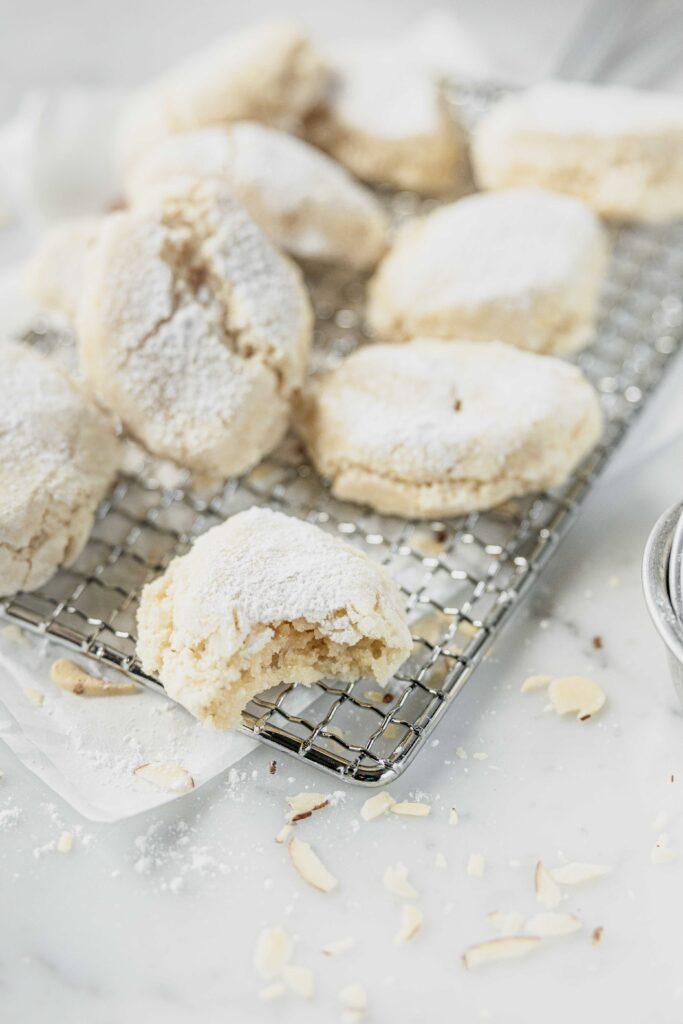 italian ricciarelli cookies