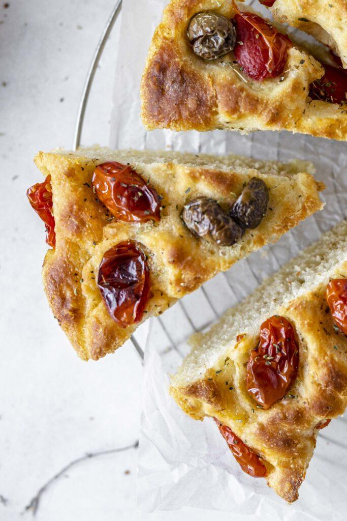focaccia pugliese con olive