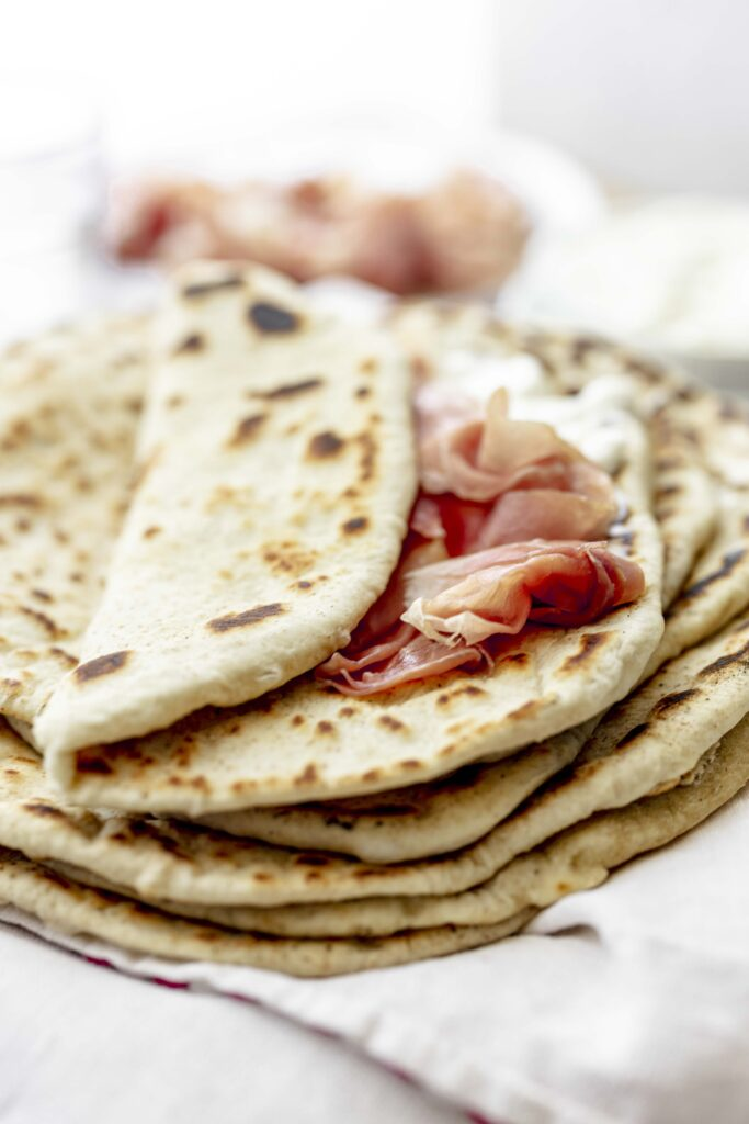 flat bread with ham