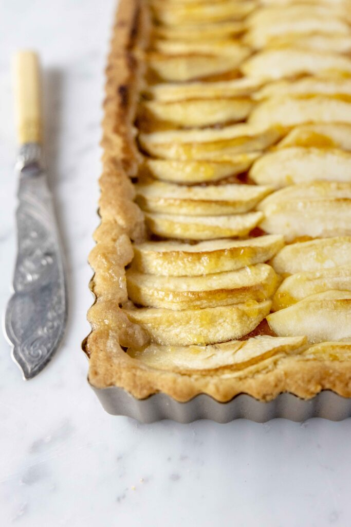 Delicious crust pie with apples and orange marmalade